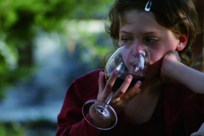 Человек, придумавший хорошую жизнь, Танья, элитная винодельня, Офра