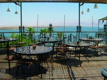 ברד על הדק חוף קליה מתחם החופים, ים המלח