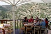 Сегодня пятница, а завтра выходной,  «Ѓа-Цриф шель Тамари» («Сарайчик Тамари»),  кафе-ресторан, Хават-Яир