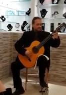"""גיטרה קלאסית בגלריה """"וורניסאז'"""" בתקוע"""